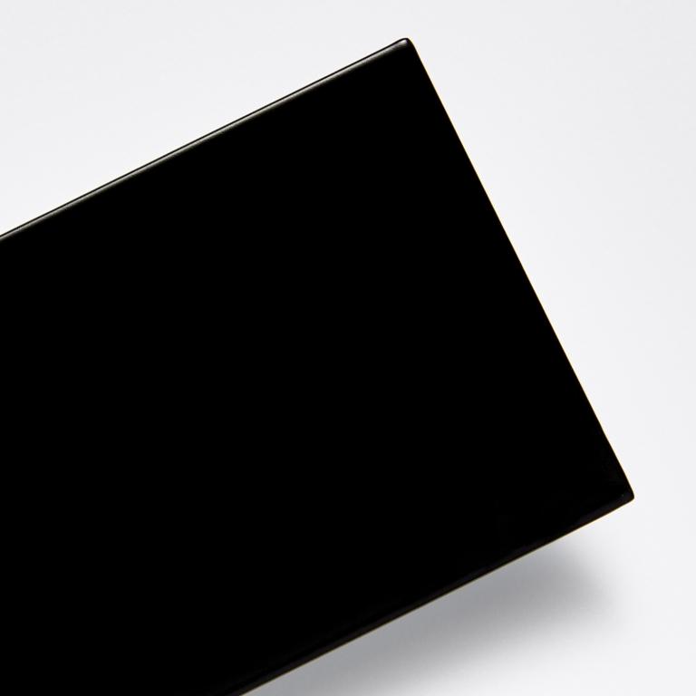 Černá - pololesk